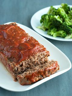 Low Carb Meatloaf - this comfort food favorite is packed with protein, flavor and deliciousness. My new favorite dish!