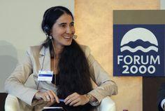 """La bloguera y disidente cubana Yoani Sánchez participa en la capital checa en el #Forum2000, un encuentro de intelectuales y líderes políticos y religiosos que este año tiene como lema """"Sociedades en transición"""". Foto: EFE #YoaniSanchez #Cuba #Praga"""