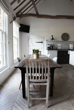 Décor de Provence: May 16, 2012 kitchen, herringbone floor, provencal, country chic