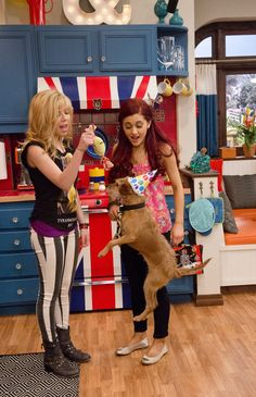 sam and cat images | ... Sam (Jennette McCurdy) and Cat (Ariana Grande) in SAM & CAT on