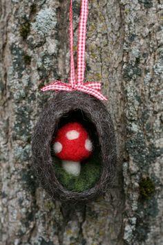 cute- wish I were better at needle felting. Mushroom Crafts, Felt Mushroom, Felt Christmas Ornaments, Handmade Christmas, Christmas Crafts, Wet Felting, Needle Felting, Felt Hearts, Wool Felt