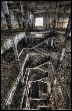 Kinda feels like the huge dark maze like city from Hellraiser 2 #abandoned #decay