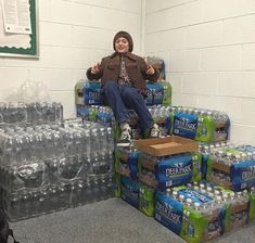 O Finn vai pirar vendo essas garrafas d'água 😂😂