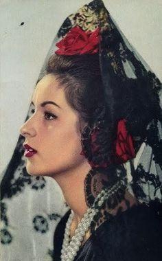 Spanish Woman, Spanish Style, Spanish Gypsy, Headdress, Headpiece, Mode Baroque, Spanish Culture, Photo Vintage, Spanish Fashion