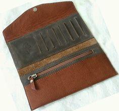 Блогнотик одной рукодельницы: Кошелечно-косметичное Leather Purse Diy, Leather Wallet Pattern, Diy Purse, Leather Purses, Wallets For Women Leather, Leather Men, Slim Wallet, Men Wallet, Womens Purses