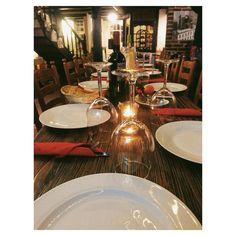 Weihnachtsfeier im Ausspann. #werbung für Weingläser Teller Servietten und Kerzen! Affliate-Link folgt! #ausspann #schnoor #weihnachten #vscocam