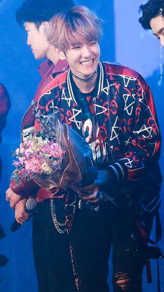 Baekhyun from EXO - 170119 Seoul Music Awards Credit: Breathtaking. Baekhyun Chanyeol, Sehun Oh, Park Chanyeol, K Pop, Baekyeol, Chanbaek, Kris Wu, Laura Lee, 26th Seoul Music Awards