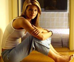Full House's Lori Loughlin is MILF-tacular in 90210 Hottest Female Celebrities, Hollywood Celebrities, Celebs, Celebrity Feet, Celebrity Photos, Actress Feet, Miss Teen Usa, Lori Loughlin, Vanessa Williams