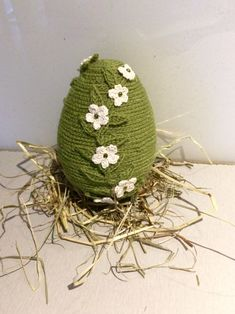 Crochet Ornaments, Handmade Ornaments, Crochet Crafts, Hand Sewing Projects, Easter Table Decorations, Easter Crochet, Quilling Designs, Easter Baskets, Easter Crafts