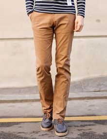 Today's Hot Pick :Stripe Belt Slim Cotton Pants http://fashionstylep.com/SFSELFAA0010813/top3666en1/out Low rise with a clever striped band at the waist, these slim cotton pants are perfect for easy casual wear. Pair these slim-fitting pants with pullover sweaters or button downs with the sleeves rolled up for the perfect weekend look. - Low rise pants - Striped belt look waistband - Button and zipper front closure - Four pocket styling - Slim silhouette - Colors: Beige, Brown, Black