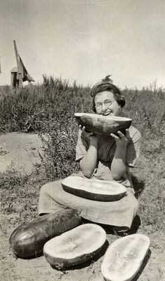 Funny Vintage Snapshots Show How People Eat Watermelon