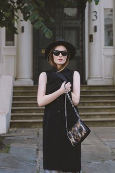 As much as I love mixing colors there's no point denying the alluring power of an (almost) black outfit. There's something unapologetic about black.