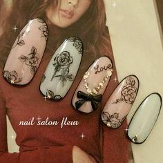 nailsalonfleur(フルール)御殿場さんのバレンタイン,ミディアム,グリーン,リボン,ピンク,ブラック,オフィス,デート,ハンド,オールシーズン,レトロネイル♪[1770918]|ネイルブック Rose Nail Art, Rose Nails, New Nail Art, Flower Nails, Nail Ink, Sculpted Gel Nails, Self Nail, Vintage Nails, Great Nails