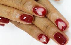 Diseños de uñas con Gelish pintadas, diseño de uñas con gelish aguas rojas corazones.   #diseñouñas #3dnailart #uñasfinas