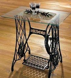 Kto pamięta takie stare maszyny do szycia?  Zobaczcie jak można je wykorzystać w domu <3 http://designiwnetrze.pl/polsce-coraz-modniejsza-renowacja-mebli-zamiast-skandynawskiego-designu-sklejki-wolimy-meble-dusza/