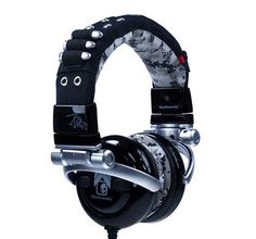 Skullcandy black headphones they is epic Best Running Headphones, Best Headphones, Wireless Headphones, Skullcandy Headphones, Cool Gadgets, Amazing Gadgets, Cool Things To Buy, Stuff To Buy, Headset