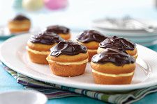 - Learn how to make these delightful Boston Cream Pie Minis! Fill the cupcakes wit… Learn how to make these delightful Boston Cream Pie Minis! Fill the cupcakes with vanilla, and then top them with chocolate for the perfect finishing touch! Kraft Foods, Kraft Recipes, Mini Desserts, Just Desserts, Instant Pudding, Pie Dessert, Dessert Recipes, Meal Recipes, Family Recipes