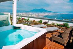 Residenza San Martino Napoli Set in Naples, this air-conditioned apartment features free WiFi. Residenza San Martino boasts views of the sea and is 1.2 km from Via Chiaia.  A dishwasher, an oven and a microwave can be found in the kitchen and there is a private bathroom.