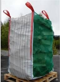 credo che anche senza una eventuale base se correttamente cucito il sacco tiene la forma anche sedendosi sopra