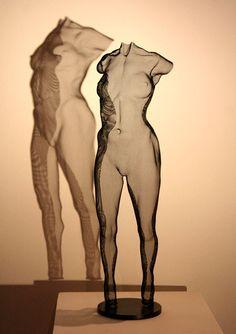 Figurative Art in Wire Mesh: CYNU, a female figure in steel-mesh, unique artwork. Hand-made freestanding sculpture on metal base, approx. 50cm height. Contemporary Art - original David Begbie Sculpture.