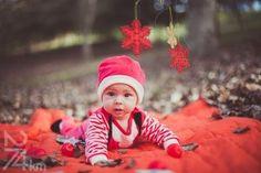 Reportajes y sesiones fotográficas de navidad para bebés y familias en exterior o estudio en Barcelona