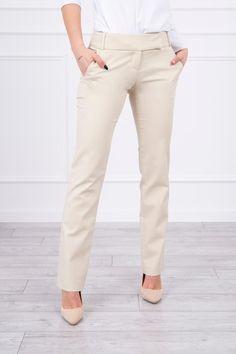 Spodnie eleganckie z prosta nogawką beżowePrezentujemy Państwu eleganckie spodnie. Spodnie z prostą nogawką. Spodnie idealne do pracy i na co dzień. Spodnie z kieszeniami. Spodnie wykonane są z wysokiej jakości materiału. Dostępne rozmiary: XS, S, M, L, XL. Skład materiału:  61%Bawełna 36%Nylon 3% Elastan  Wymiary w tabeli podane są w centymetrach: Modelka prezentuje rozmiar XS     XS S M L XL   Szerokość w pasie 36 38 40 42 44   Długość całkowita 100 100 100 100 100   Długość od kroku 79… Khaki Pants, Model, Fashion, Khakis, Moda, La Mode, Khaki Shorts