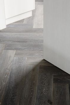 -Wooden floorboards moving in interlocking different direction, nice idea.