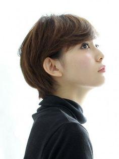 大人のクールヘア short haircut with side bangs