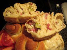 Schnelles Schneckenbrot mit Feta-Käse und Speckwürfelchen