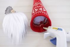 How to Make Christmas Gnomes Christmas Gnome, Christmas Sewing, Christmas Cross, Xmas, Pencil Crafts, Glue Gun Crafts, Gnome Hat, Volunteer Gifts, Diy Crafts For Kids