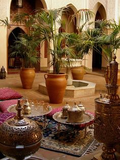 stunning Moroccan courtyard with gorgeous Moroccan decor elements. - Home Decor - A stunning Moroccan courtyard with gorgeous Moroccan decor elements. -A stunning Moroccan courtyard with gorgeous Moroccan decor elements. - Home Decor - A stunning Moro. Moroccan Design, Moroccan Style, Tuscan Style, Patio Interior, Interior And Exterior, Kitchen Interior, Patio Design, Home Design, Design Homes