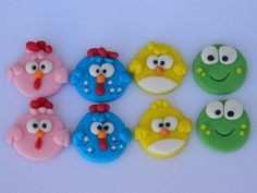 Galinha Pintadinha Cute Polymer Clay, Polymer Clay Projects, Clay Crafts, Fondant Cupcake Toppers, Fondant Cakes, Pinterest Cupcakes, Lottie Dottie, Animal Cookie Cutters, Chicken Cake