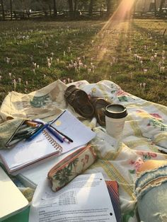 Study spot ❤ discovered by on We Heart It - Studying Motivation Studyblr, Going Through The Motions, Summer Aesthetic, College Aesthetic, Study Motivation, College Motivation, Photo Instagram, College Life, College Board