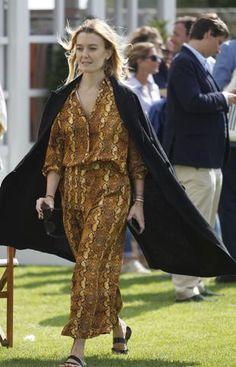 Marta Ortega con un dos piezas de blusa y pantalón. Marta Ortega, Zara, Bohemian, Style, Fashion, Two Pieces, Polka Dots, Slip On, Pants