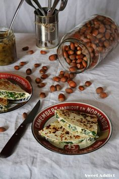 Quesadillas de queso de cabra, rucula, avellanas y cebolla caramelizada: http://www.sweetaddict.es/2016/11/quesadillas-de-rucula-avellanas.html