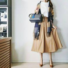 いいね!2,333件、コメント90件 ― @____cream.ice.____のInstagramアカウント: 「. 主人の出張が延期になり 週末こちらにいるので 何かと頼みごとを . ストール #johnstons トップス #ENFOLD スカート #tomorrowland_jp パンプス…」 Fasion, Fashion Outfits, Womens Fashion, Fall Winter Outfits, Dress Codes, Everyday Fashion, Casual Chic, Cool Outfits, Style Inspiration