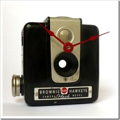 Chic Vintage camera turned into a clock