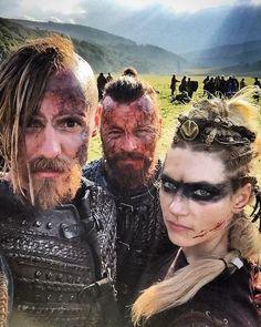 Halfdan, king Harald and Lagertha from Vikings Viking Halloween Costume, Vikings Halloween, Halloween Night, Vikings Tv Series, Vikings Tv Show, Viking Life, Viking Warrior, Viking Shop, Ragnar Lothbrok