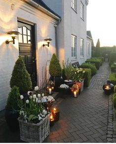 You're in the right place for decoration and remodeling ideas.Here you can find interior and exterior design, front and back yard layout ideas. Farmhouse Landscaping, Backyard Landscaping, Outdoor Spaces, Outdoor Living, Outdoor Decor, Indoor Garden, Home And Garden, Sloped Backyard, Fence Design