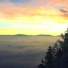 Sonnenaufgang auf der Felsenegg heute Morgen. 😍😍😍 #felsenegg🇨🇭 #Adliswil #lebeninadliswil #livinginadliswil Celestial, Sunset, Instagram, Outdoor, Today Morning, Sunrise, Round Round, Nature, Life