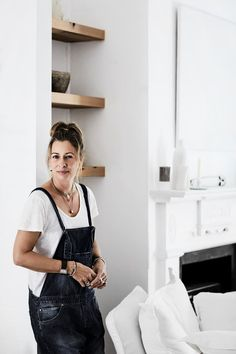 Interior Designer, Louella Boitel-Gill, turned a rundown Queenlander in the Byron Bay hinterland into a rustic, beach home overflowing with charm.