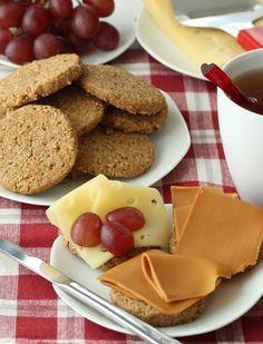 """Velkommen til krem-dott-no! Mitt navn er Elin Vatnar Nilsen. Jeg er utdannet konditor og har drevet krem.no siden 1999. 2017 ga jeg ut min første bakebok: """"Alle kan bake."""" Høsten 2018 kommer den... Waffles, Pancakes, French Toast, Food And Drink, Cookies, Breakfast, Eat, Pastry Chef, Crack Crackers"""