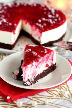 Ihana puolukka-juustokakku suklaakakkupohjalla - Suklaapossu Sweet Recipes, Cake Recipes, Dessert Recipes, Delicious Desserts, Yummy Food, Sauerkraut, Sweet Bakery, Just Eat It, Marzipan