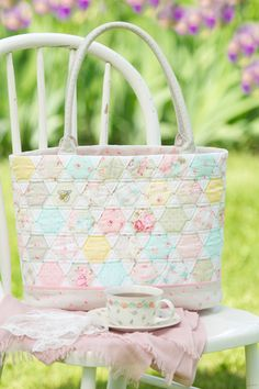 Love this!  2 of my favorite things...quilts and purses!    Pretty by Hand - Pretty By Hand