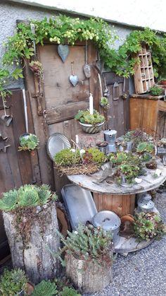 Garden Whimsy, Garden Junk, Garden Yard Ideas, Garden Crafts, Garden Projects, Garden Landscaping, Outdoor Plants, Outdoor Gardens, Deco Champetre
