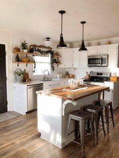 Small Farmhouse Kitchen, Kitchen Redo, Living Room Kitchen, Home Decor Kitchen, Kitchen Interior, Home Kitchens, Kitchen Remodel, Farmhouse Kitchen Inspiration, Cute Kitchen