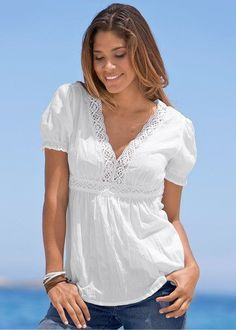 Without the gathered sleeves Darker color? Modelos Fashion, Love Fashion, Womens Fashion, Summer Blouses, Summer Outfits Women, White Tops, Dress Patterns, Blouse Designs, Casual Wear