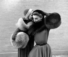 vintage winter NYC - fur so chic! Vintage Dior, Vintage Couture, Mode Vintage, Vintage Glamour, Vintage Beauty, Vintage Dresses, Vintage Outfits, Vintage Girls, Vintage Style