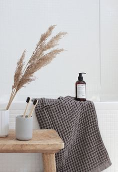 Home tour - a minimalist, Scandinavian-style house in Portugal Rustic Bathroom Designs, Rustic Bathroom Decor, Bathroom Styling, Bathroom Lighting, Farmhouse Decor, Scandinavian Style Home, Minimalist Scandinavian, Minimalist Bathroom, Minimalist Home