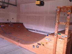 Skateboard ramp inside garage. Skateboard Room, Skateboard Ramps, Skateboard Photos, Half Pipe Plans, Backyard Skatepark, Mini Ramp, Hockey Bedroom, Skate Ramp, Garage Storage Solutions